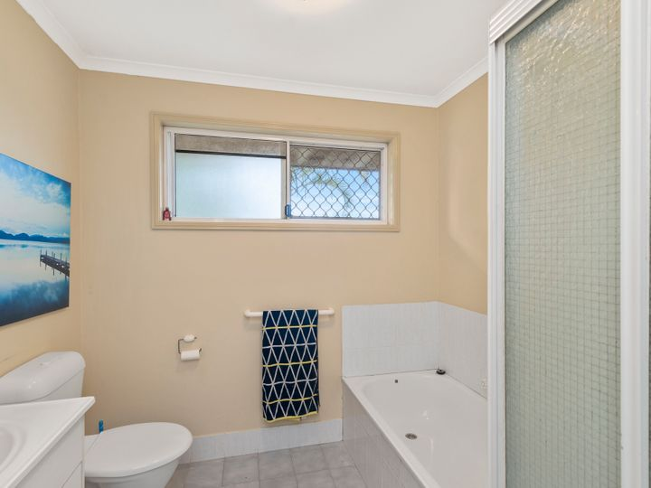 2 Daphne Court, Elanora, QLD
