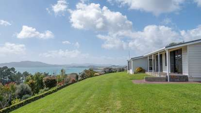 43 Cable Bay Heights Drive, Cable Bay