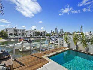 Large North Facing Waterfront Villa - Surfers Skyline Views - Surfers Paradise
