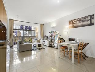 Chic 1 bedroom apartment plus oversized study in parkside setting - Chippendale