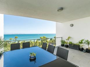 AMAZING APARTMENT LIVING, STUNNING OCEAN VIEWS FROM PRIVATE BALCONY ON THE 7TH FLOOR!! - Rockingham