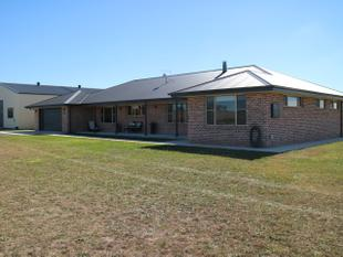 The Complete Package on Acres - Glen Innes
