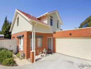 SPACIOUS 3 BEDROOM HOME WITH PRIVATE REAR YARD - Macleod