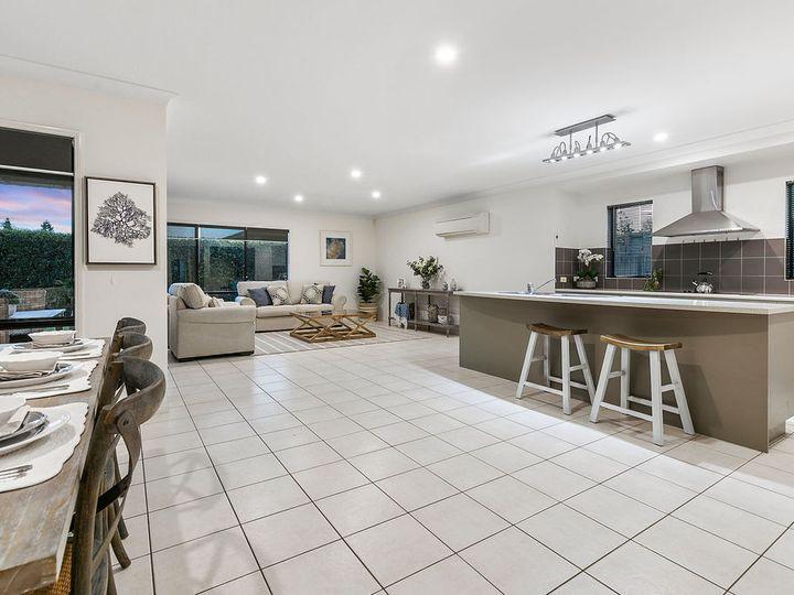 15 Fennessy Close, Wakerley, QLD