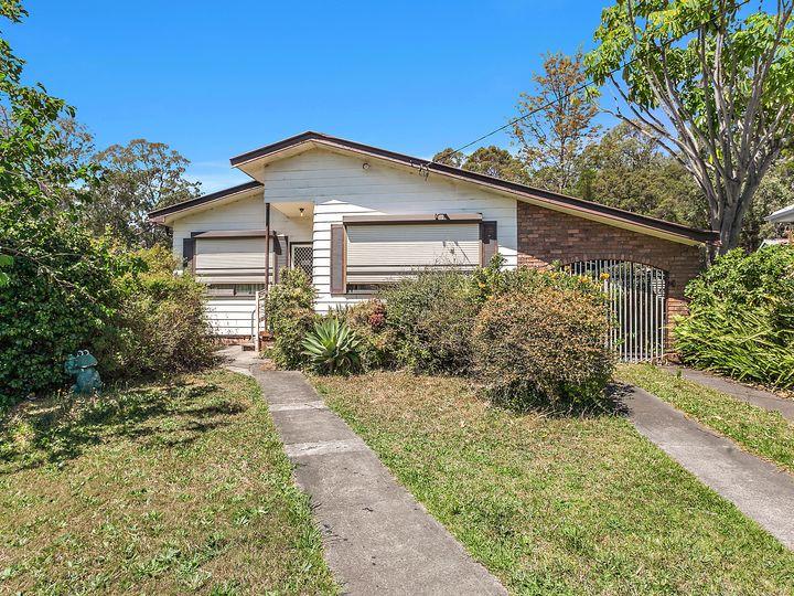 84 Lake Entrance Road, Oak Flats, NSW