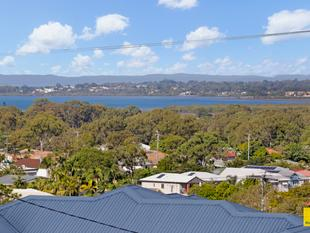 Elevated Family Home with Bay Vistas - Manly West