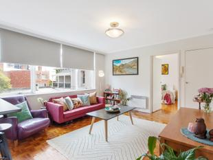 50sqm+ One Bedroom Apartment - St Kilda