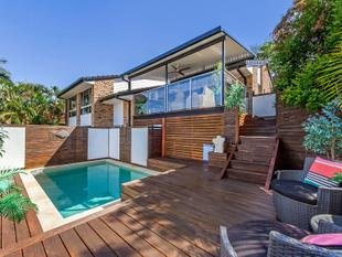 GORGEOUS ELEVATED FAMILY HOME, PERFECT FOR THE ENTERTAINER! - Carrara