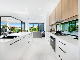 Stunning House-sized North - East Facing Waterfront Villas - Broadbeach Waters