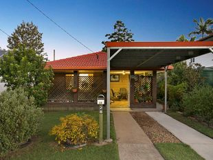 RENOVATED LOWSET LIVING - Oxley