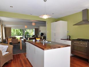 Radiating Quality and Charm   Neg Over $425,000 - Beckenham