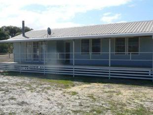 3 x 1 home on acreage - Hopetoun