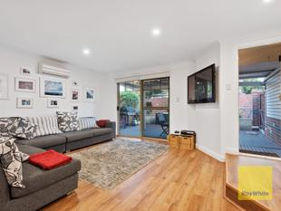NEWLY RENOVATED & LOW MAINTENANCE - Scarborough