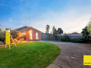 Prime Location - Loving Family Home (Land 719 Sqm) - Hoppers Crossing