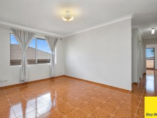 MODERN TWO BEDROOM UNIT WITH CARSPACE - APPROX 300M FROM STATION! - Punchbowl
