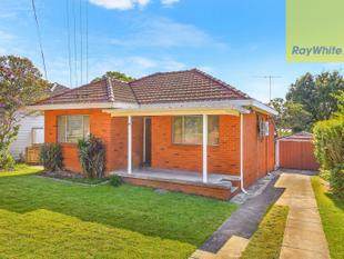 CLASSIC BRICK HOME ON ENORMOUS BLOCK - Wentworthville