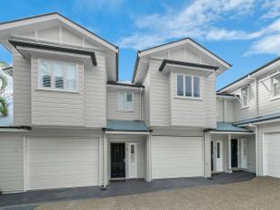 Executive Hamptons Style Town home Positioned in One of Brisbane Most Sought After Suburbs - Coorparoo