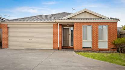 4/14 Shakespeare Court, Drouin