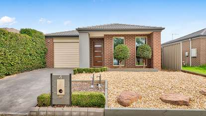 4 Wagner Close, Cranbourne East