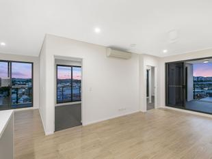 Live On Top Of The World with Uninterrupted Views - Greenslopes