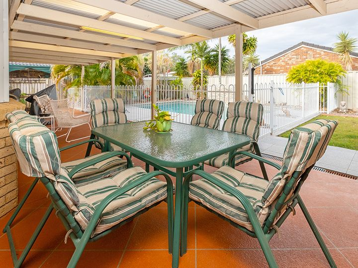 6 Colombard Place, Heritage Park, QLD