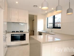 EXECUTIVE NEAR NEW TOWNHOUSE SITUATED IN THE GWSC CATCHMENT! (STSA) - Glen Waverley