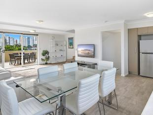 3 Story Entertainers Penthouse - Surfers Paradise