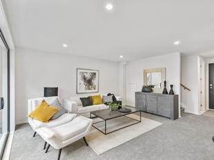 Easy Living in Brand New Townhouse - Point England