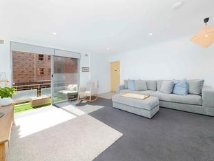 BRIGHT & SUNNY OVERSIZED, RECENTLY RENOVATED APARTMENT! - Randwick