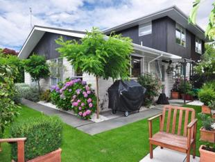 A Tranquil Delight Awaiting New Owners!!   Neg Over $340,000 - Cashmere Flat