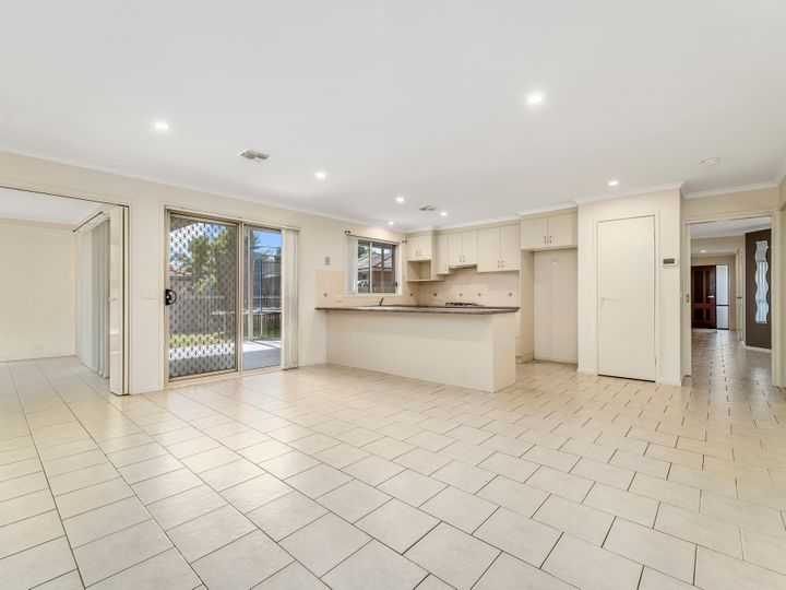8 Lovely Close, Dunlop, ACT