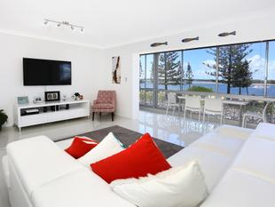 BEAUTIFUL RENOVATED UNIT OVERLOOKING BROADWATER - Biggera Waters