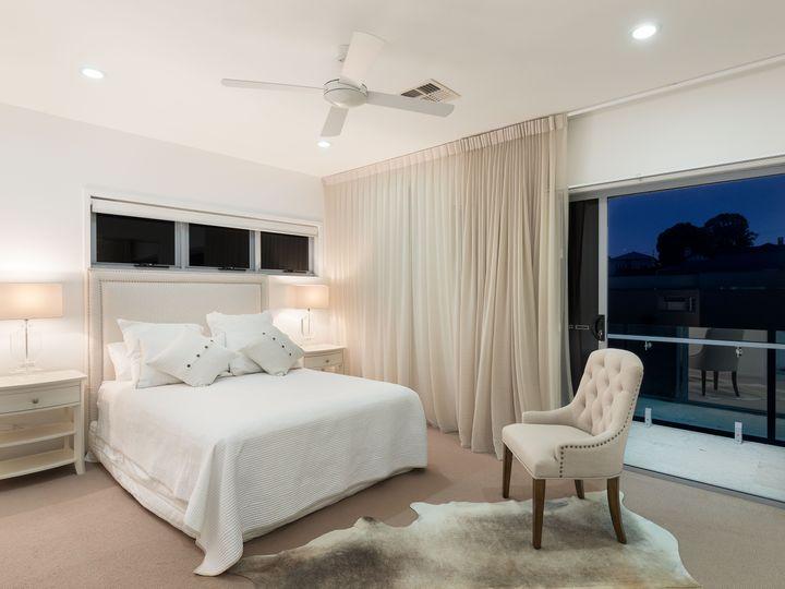 27 Aaron Avenue, Hawthorne, QLD