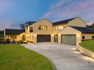 7 Car garaging + Home Cinema = Your Dream Home! - Flat Bush