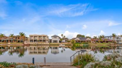 2/5 Anglers Court, West Lakes Shore