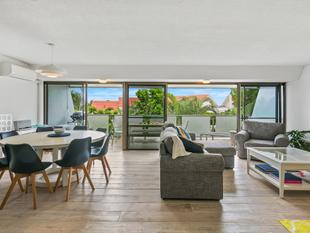 Top Floor Apartment - Prime Location! - Noosa Heads