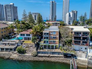 Absolute 180 Degree Riverfront Unit - Surfers Paradise