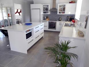 Beautifully Renovated Family Home - Bordertown