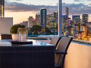 Superb Double Story Penthouse! 400sqm plus Luxury Living. - Kangaroo Point