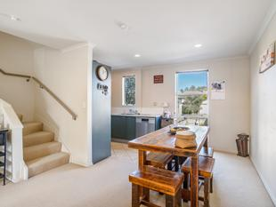 $569,000 FAMILY FRIENDLY AND VERY AFFORDABLE - Glen Eden