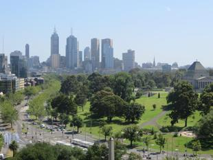 OUTSTANDING VIEWS FROM THE EMERALD - South Melbourne