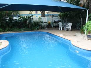HUGE HIGHSET WITH POOL - Boyne Island