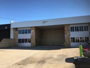 Excellent Warehouse Offering - Multi Use Space - Seventeen Mile Rocks