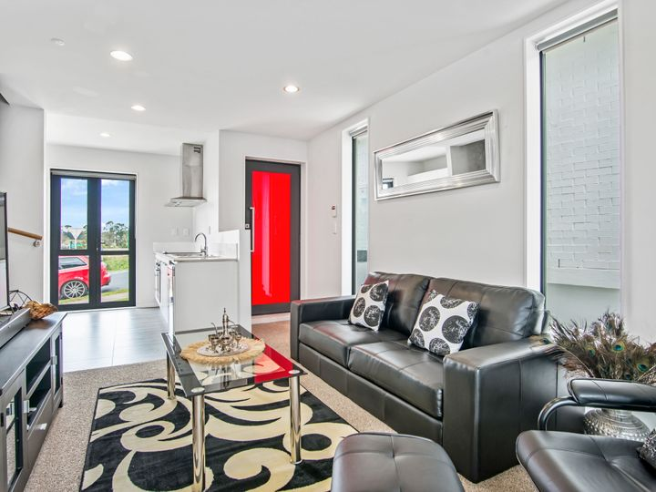 13/10 Silver Moon Road, Albany Heights, North Shore City