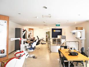 QUALITY CITY FRINGE OFFICE WITH EXPOSURE - Coorparoo