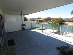 EXECUTIVE WATERFRONT DUPLEX - FREE ELECTRICITY FROM THE SUN - Biggera Waters