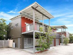 SPACIOUS CORINDA TOWNHOUSE - PRICE REDUCED! - Corinda