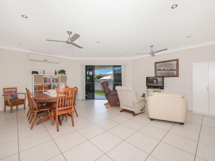 3 Lochern Way, Bushland Beach, QLD