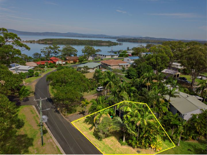 100 Green Point Drive, Green Point, NSW