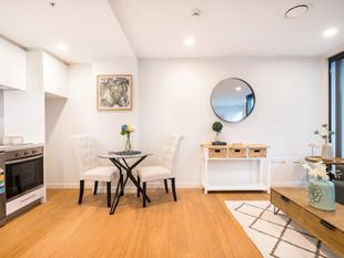 BRAND NEW one bed on Queen St - Queens Square' - Auckland Central
